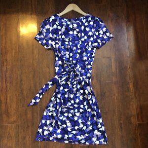 Diane Von Furstenberg Short Sleeve Tie Front Dress
